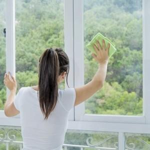 eviter-de-nettoyer-les-vitres-sous-le-soleil